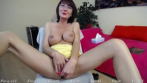 Hot Mommy Next Door Kathy Webcam Video