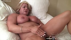Big Clit Female Bodybuilder Fucks Herself with Vibrator