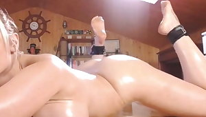 Sexy Cam Model Rubbing Oil On Her Big BooBs And Body For Me
