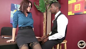 Mature secretary Charlee Chase is having dirty quickie with hot blooded BBC