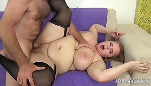 Giggling busty fleshy BBW Nikky Wilder gets hammered missionary style